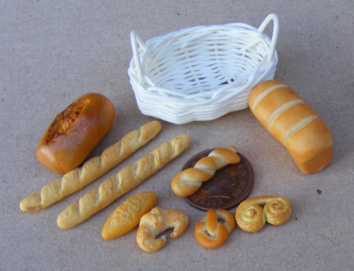 1:12 Scale A Basket Of 6 Hand Made Bakery Items Tumdee Dolls House Miniature X