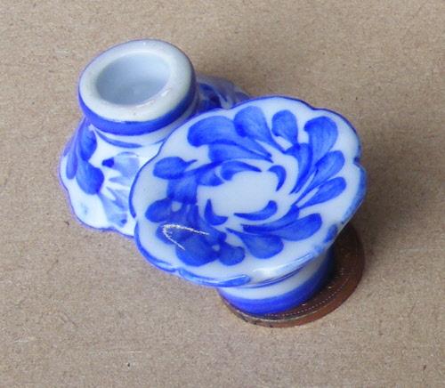 1:12 Scale Hexagonal White /& Floral Motif Ceramic Vase Tumdee Dolls House W94b