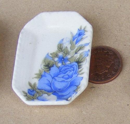 1:12 Scale 2 Blue /& White Ceramic Plates 3.2cm Tumdee Dolls House Accessory B37